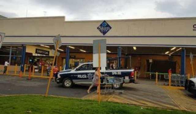 Clientes denuncian cristalazos en centro comercial de Toluca