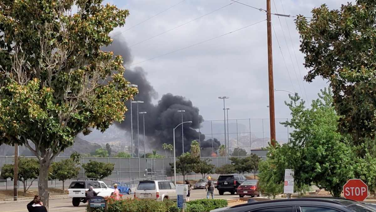 #VIDEO Avioneta se estrella cerca de escuela California