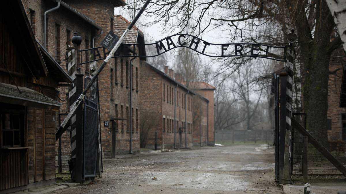 Vandalizan campo de Auschwitz con grafitis antisemitas