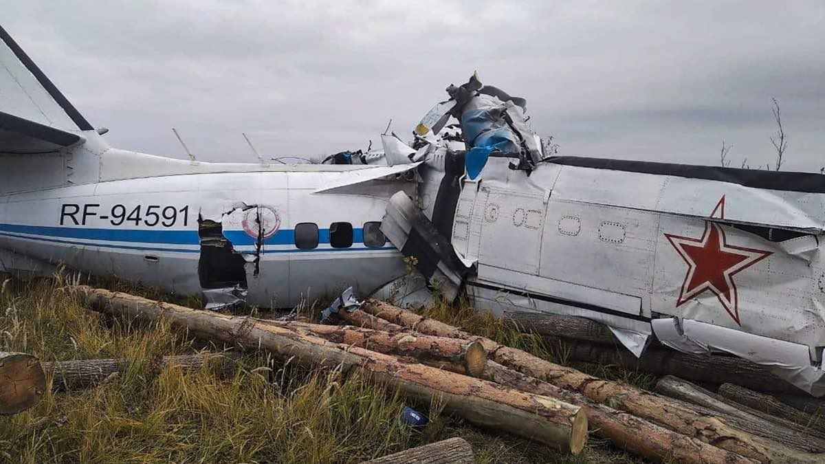Avión en Rusia sufre accidente con paracaidistas a bordo, hay 16 muertos