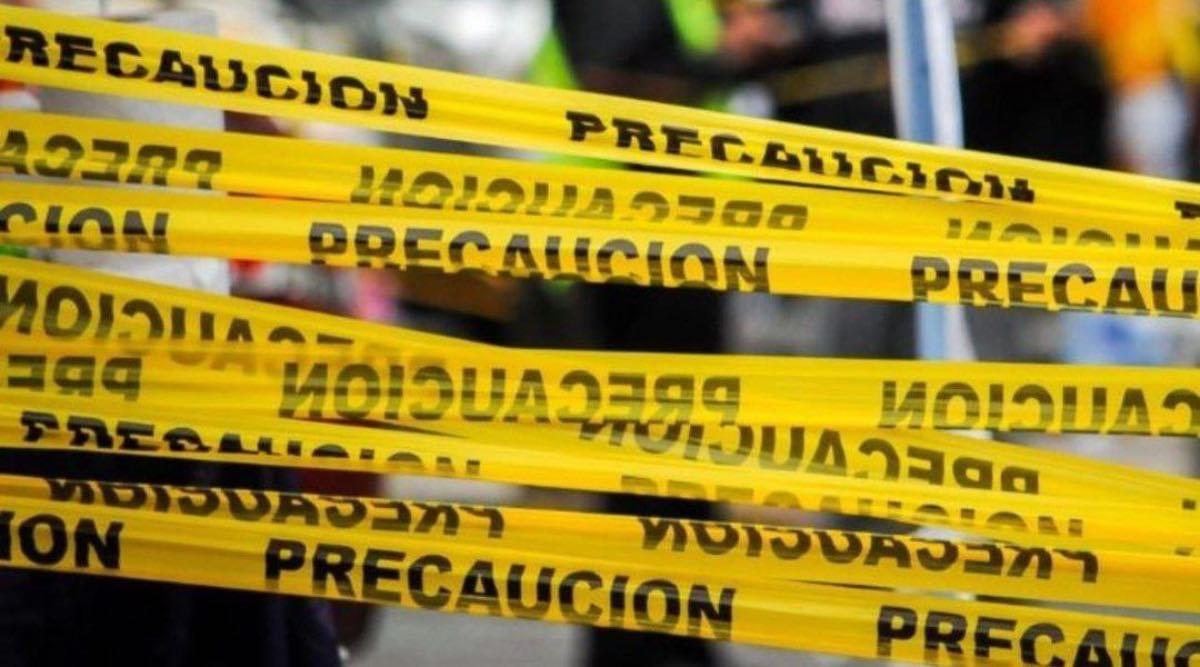 Joven cae del tercer piso de un estacionamiento en la Ciudad de México