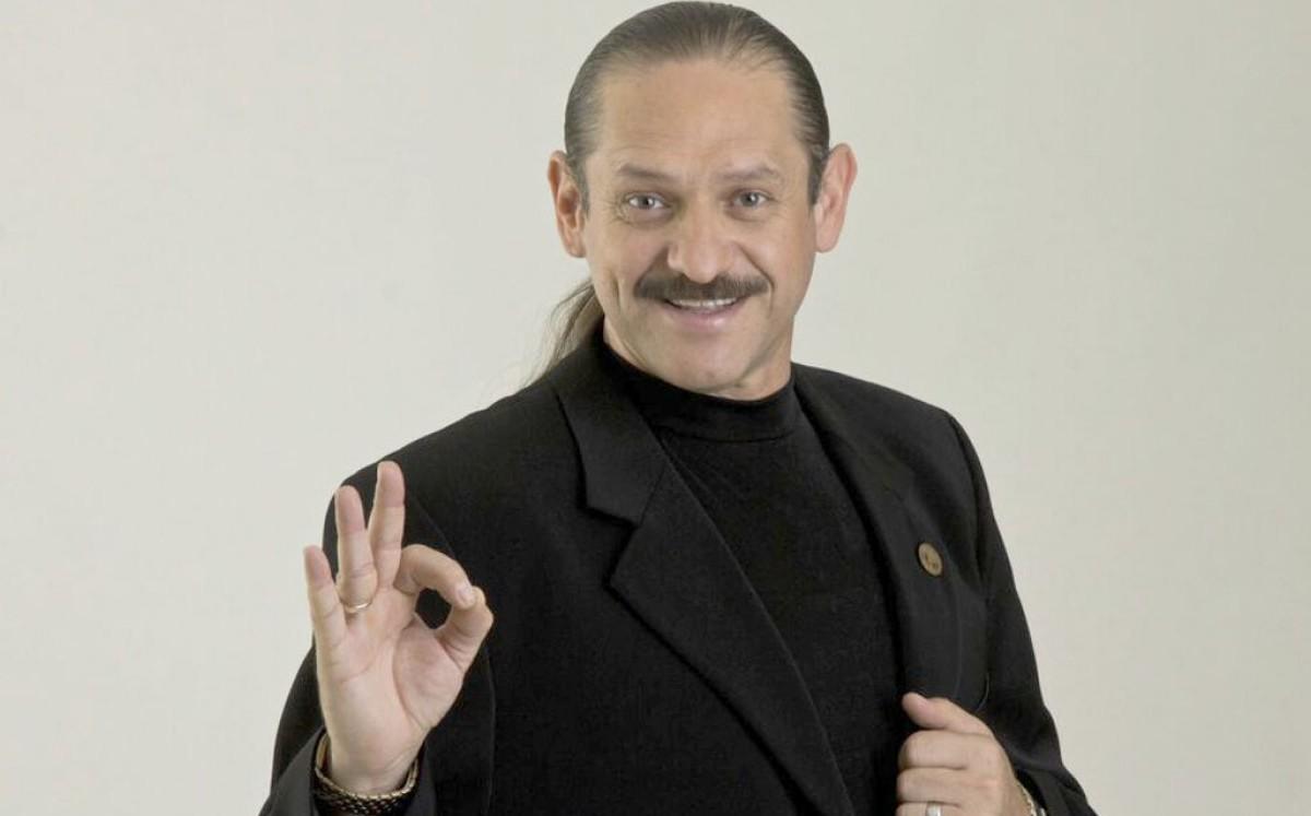 Hospitalizan de emergencia al comediante Teo Gonzalez tras sufrir un infarto