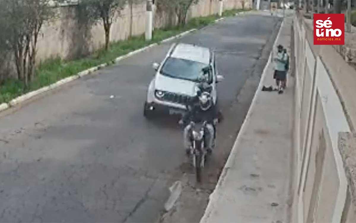 #Video Arrolla a dos ladrones que asaltaban a una pareja