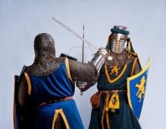 enemigos del éxito, peleando, espadas, escudos, caballeros