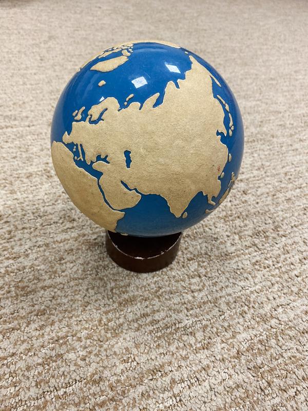 globe rugueux montessori