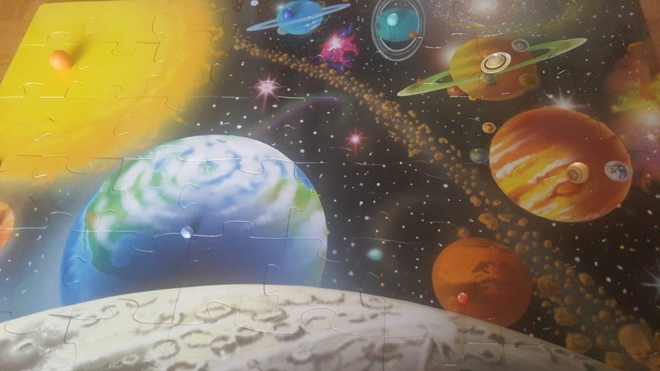 Puzzle sur l'espace, activité montessori pour enfants, découvrir l'espace avec son enfant. #activitéespace #activitéenfant #découvrirlespace