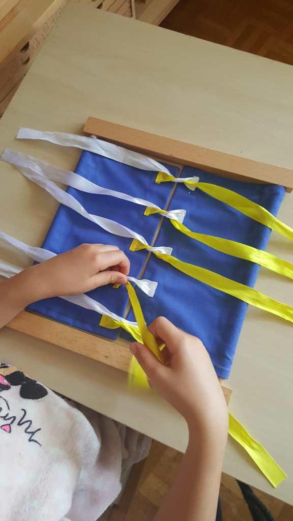 Cadre à nœuds Montessori #cadremontessori #cadrehabillage