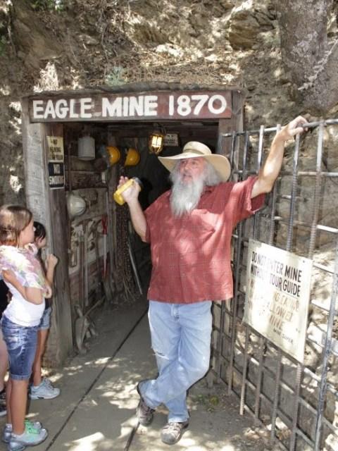 Джулиан (Julian). Вход в шахту Eagle and High Peak Mine