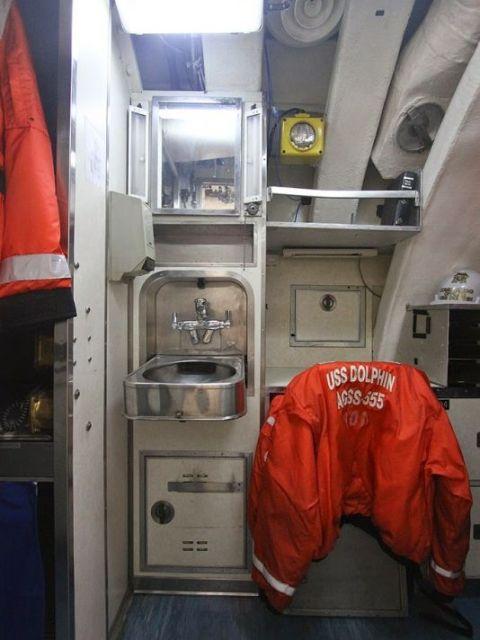 Морской музей Сан-Диего. USS Dolphin. Рукомойник