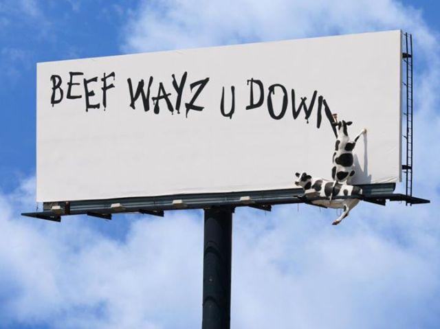 Креативная реклама. Eat Mor Chikin Cowz. Beef wayz u down