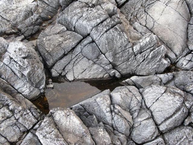 Черный базальтовый берег мыса Перпетуа