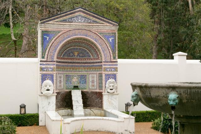 Малибу Достопримечательности Вилла Гетти Фонтан в Восточном саду