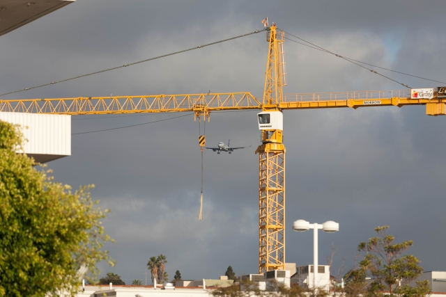 Аэропорт Сан-Диего. Боинг 737 идет на посадку