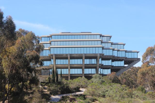Сан-Диего. UCSD. Библиотека Гейзеля (Geisel Library)