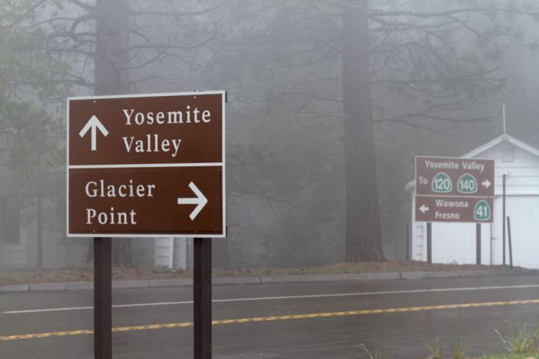 Туманный Йосемити парк. Wawona Road - дорога к долине Йосемити