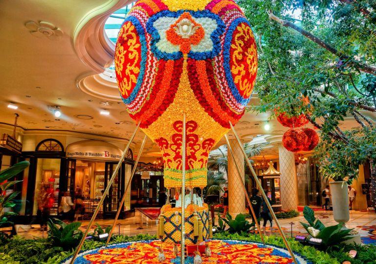 Отель Wynn. Воздушеый шар из цветов. Лас Вегас Стрип