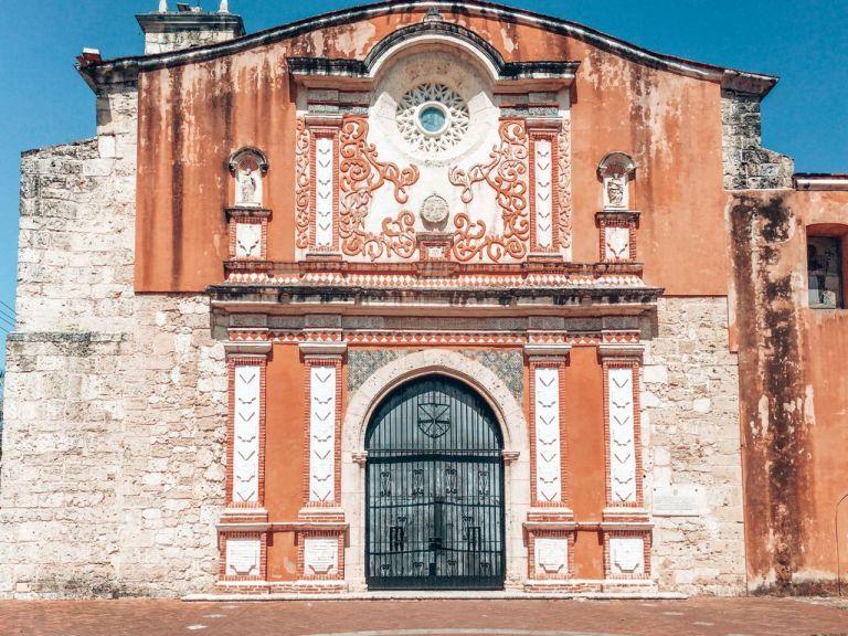 Санто-Доминго. Одна из старых католических церквей