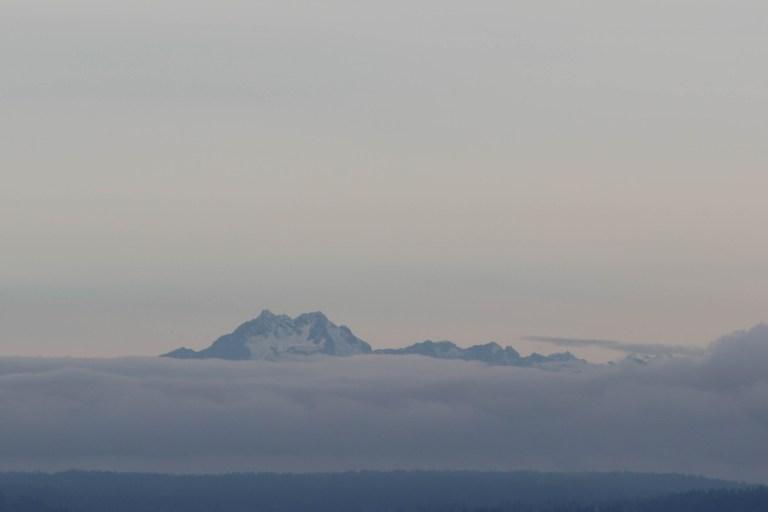 Горы плавают в облаках. Сиэтл