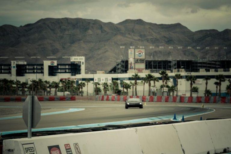 Развлечения Лас-Вегаса.  Автогонки на треке