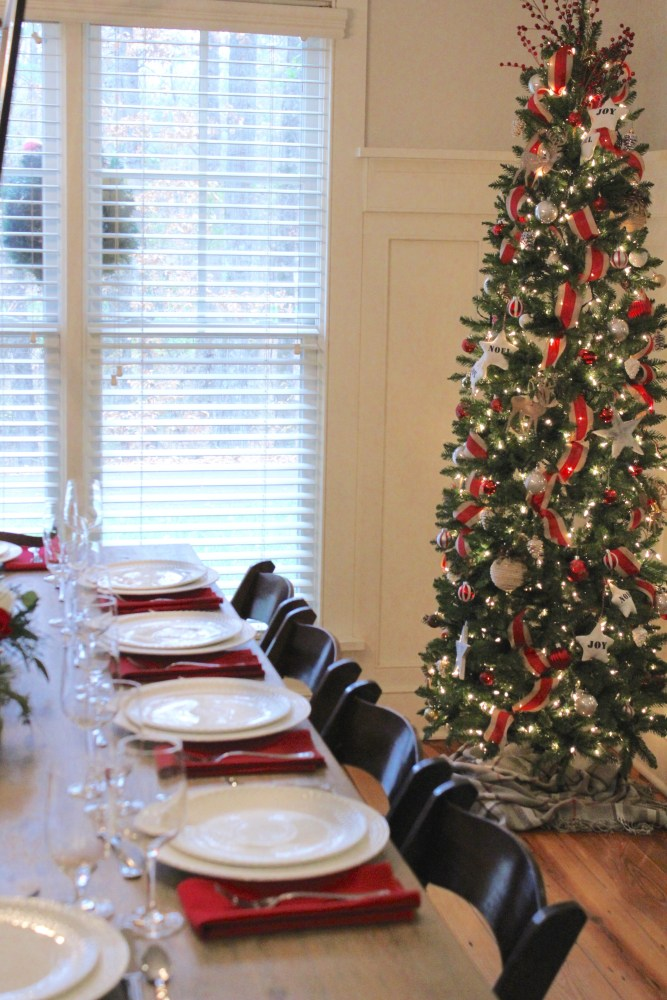 Christmas dinner party at home; rustic Christmas decor