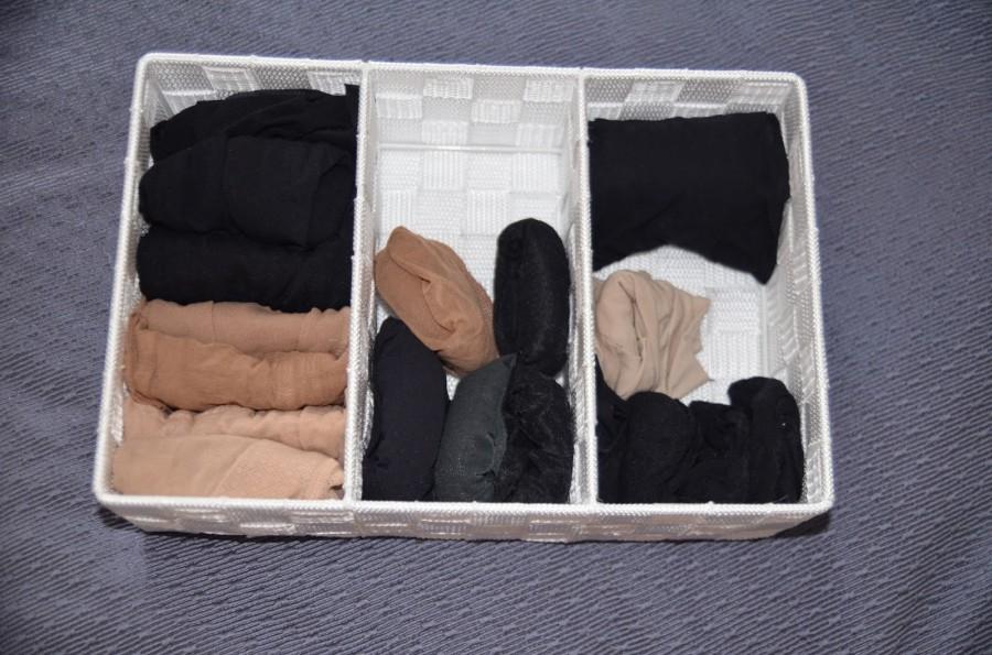 Cara melipat kaus kaki dan celana ketat