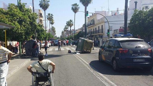«Guerra» entre policías y vendedores ambulantes en un mercadillo en Su Eminencia