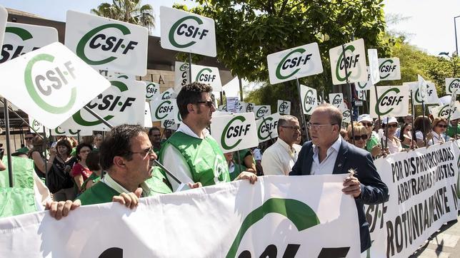La Junta pagará las pagas extra de 2014 si el Gobierno reconoce más margen para el déficit