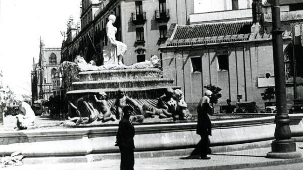 Los cuatro niños «meones» volverán a la fuente de la Puerta de Jerez de Sevilla