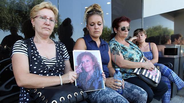 La familia de la limpiadora asesinada en Nervión Plaza exige la «cadena perpetua»