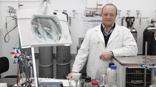 Carlos Macías, dueño de Nanoquimia, en sus instalaciones de Rabanales 21