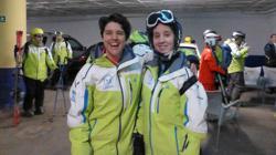 Lucía (a la derecha), en la imagen con su amiga Patricia , viaja en ocasiones con su club para participar en competiciones
