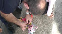 Javier Roda preparando un peluche