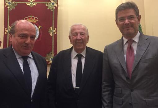 Olivencia junto a Luis Miguel Martín Rubio y Rafael Catalá