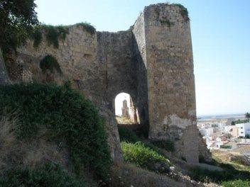 A pesar de su belleza, el Castillo Medieval de Morón se encuentra totalmete abandonado y repleto de residuos