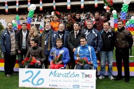 Foto de familia con los ganadores de las tres categorías –masculina, femenina y discapacitados-