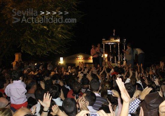 Miles de sambeniteros siguieron a San Benito hasta la  Parroquia del Divino Salvador de Castilblanco / Juan C. Romero