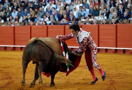 Sevilla. Andalucia. Cuarto toro de la tarde, Miguel Abellan. 6 de abril 2016. Esther Lobato