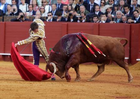 Sevilla 15-04-16 conchitina fotografía TOROS. FERIA DE ABRIL. 1º TORO DE EL JULI