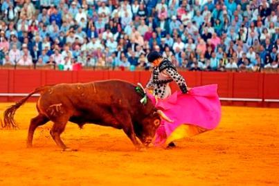 Sevilla. 7 abril 2016. Jesus Moron. Toros en Sevilla. Ganaderia El Pilar. Matador sobresaliente Fernandez Pineda.