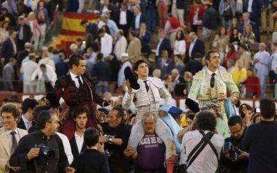 Jerez: 2ª de Feria – La terna divierte al amable público jerezano