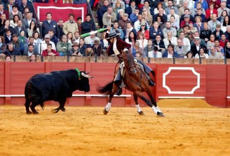 Sevilla. 10 abril 2016. Jesus Moron. Toros en Sevilla, Feria de Abril. Corrida de rejones. Lea Vicens en el sexto.