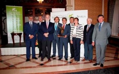 El Colegio de Veterinarios entregó su premio a Victorino Martín