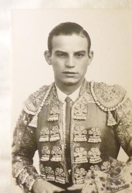 Manolo González1