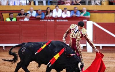 Algeciras: 1ª de Feria – Miranda cuaja un gran toro de Albarreal