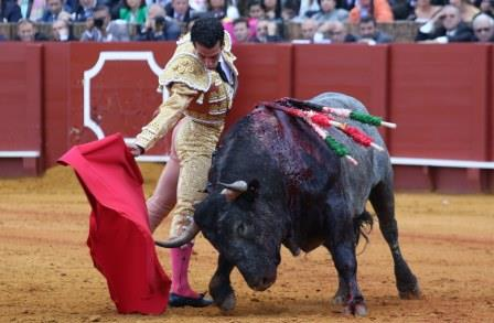 carlos marquez/13/04/2016 sevilla/andalucia toros/feria de abril/12ª de abono/ morenito de aranda en su 1º.