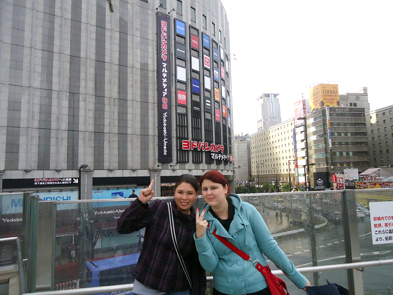 erika e sill posando pra foto em umeda