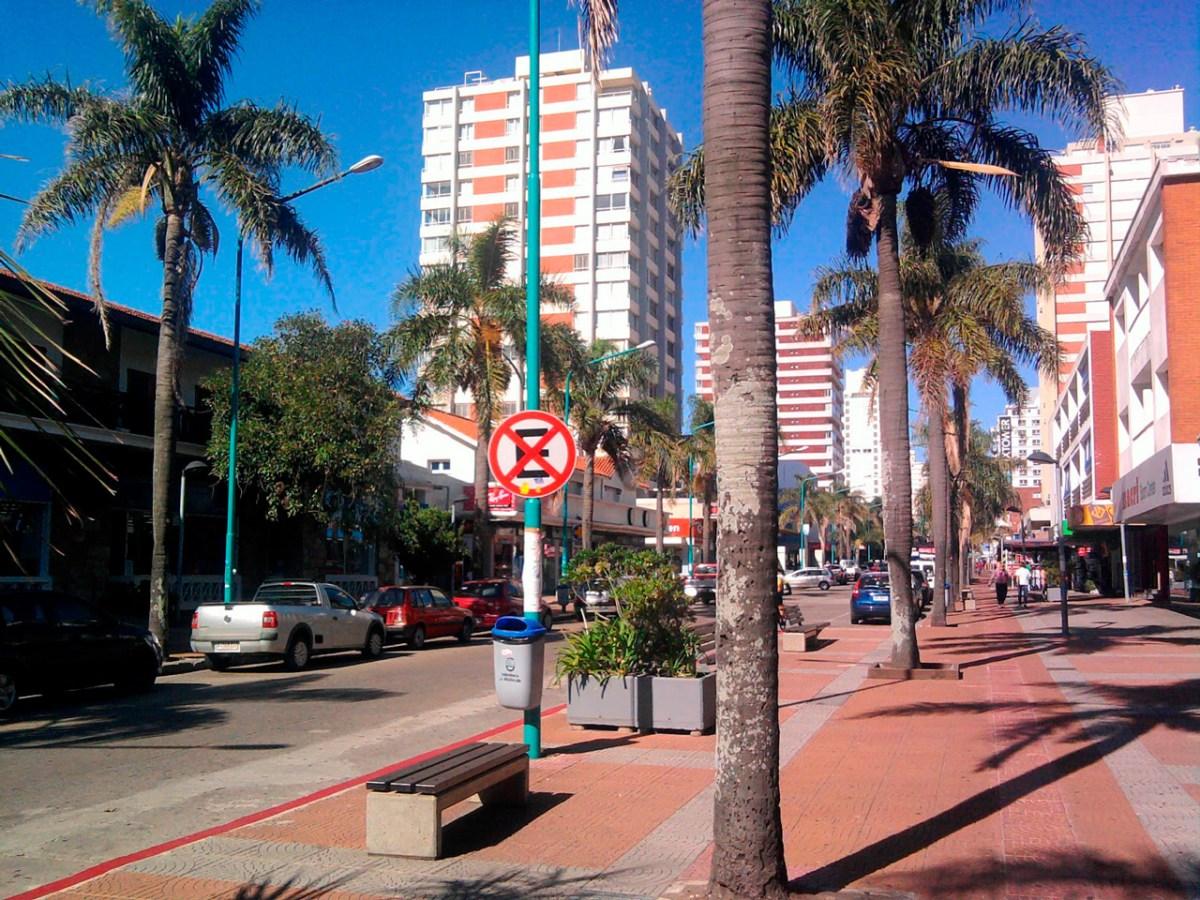 Um pedaço da Avenida Gorlero em Punta del Este