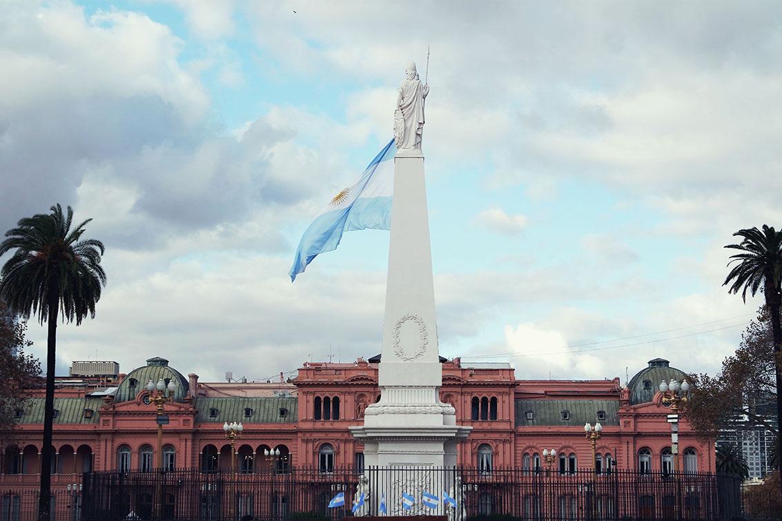Plaza de Mayo e casa rosada ao fundo