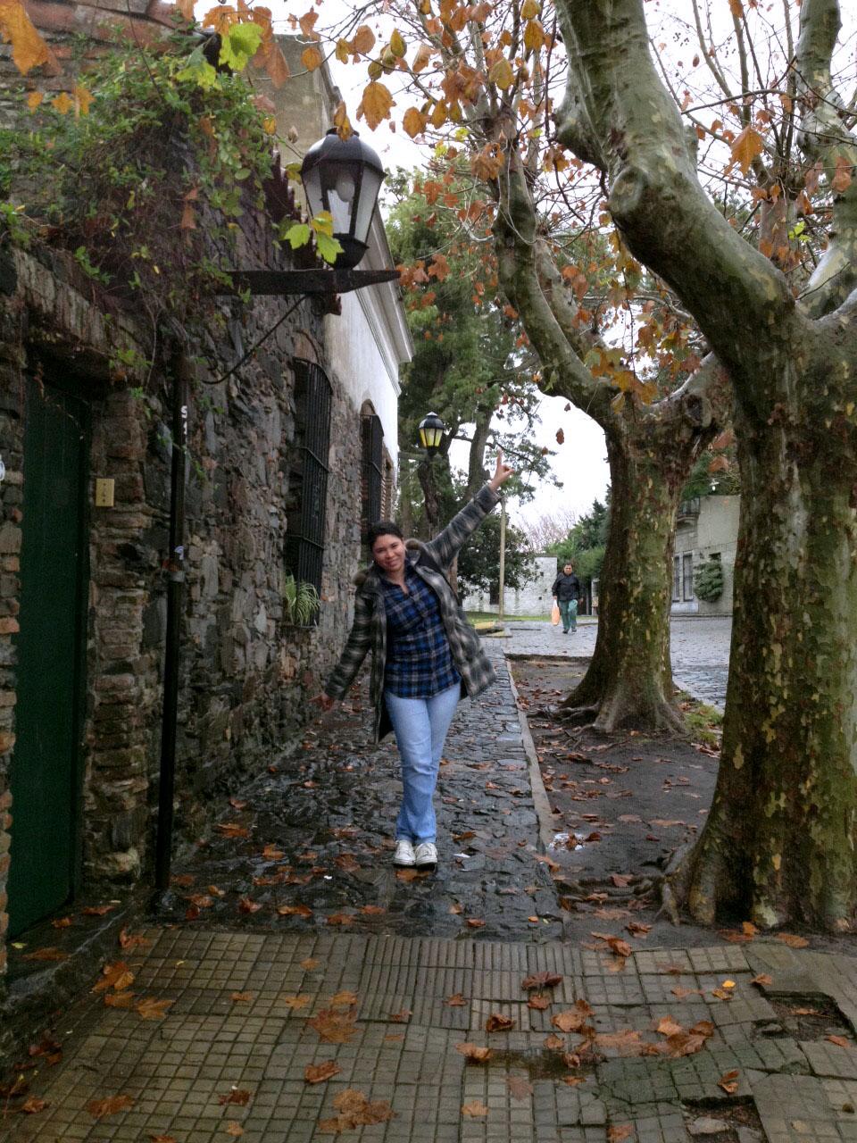 erika nas ruas de colonia del sacramento