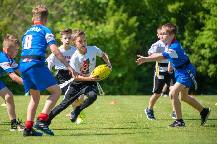 В Севастополе прошли финальные игры по регби среди школьников